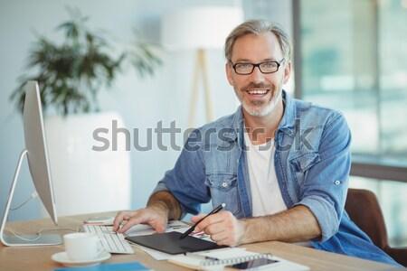 Mosolyog designer rajz piros ceruza asztal Stock fotó © wavebreak_media