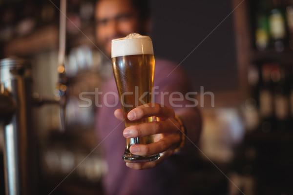 Maschio bar tenero vetro birra counter Foto d'archivio © wavebreak_media