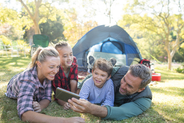 Famiglia fuori tenda sorridere donna Foto d'archivio © wavebreak_media