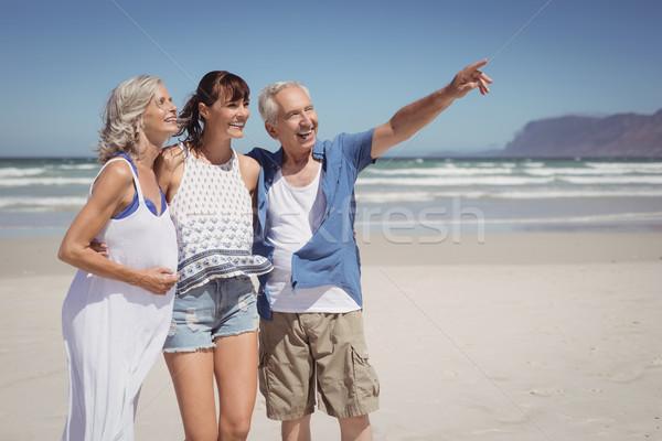 Feliz senior homem indicação longe em pé Foto stock © wavebreak_media