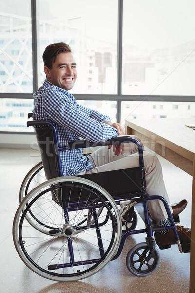 Portret uśmiechnięty wykonawczej posiedzenia wózek biuro Zdjęcia stock © wavebreak_media