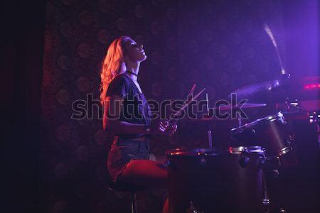 ストックフォト: 深刻 · ミュージシャン · 演奏 · ピアノ · ナイトクラブ · 男性