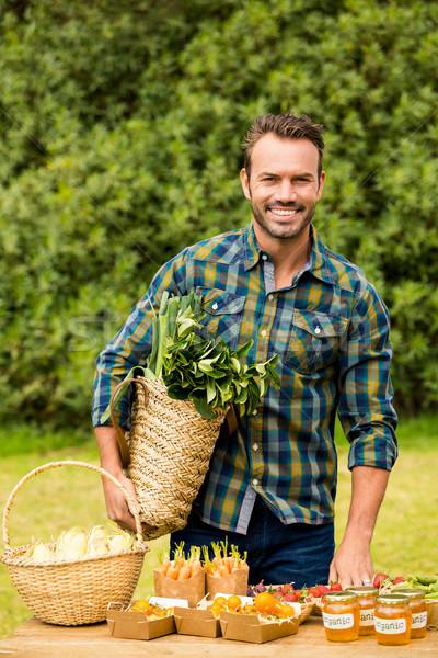 Stock fotó: Portré · mosolyog · jóképű · férfi · elad · organikus · zöldségek