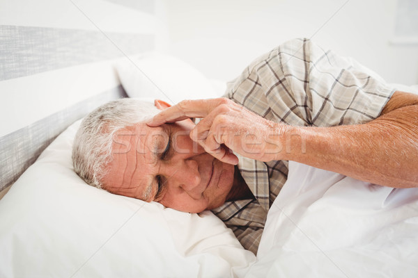 Frustrato senior uomo letto camera da letto home Foto d'archivio © wavebreak_media