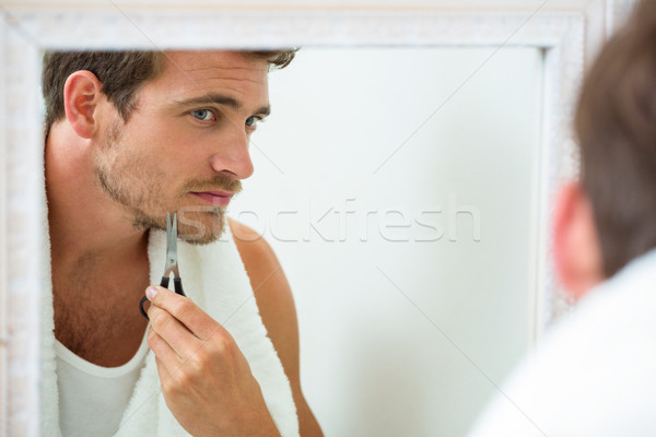 Réflexion jeune homme barbe salle de bain miroir Photo stock © wavebreak_media