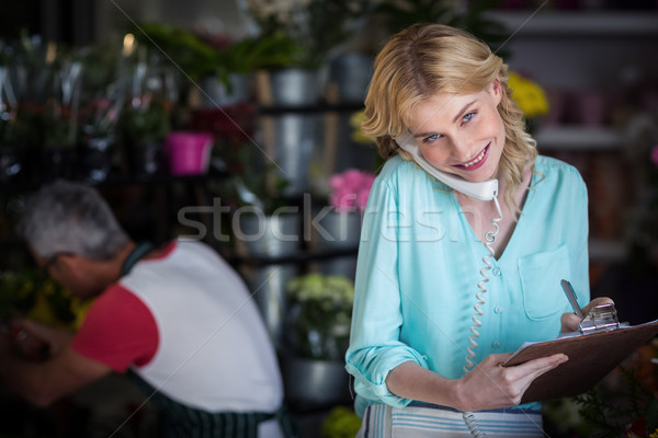 Souriant Homme fleuriste ordre téléphone Photo stock © wavebreak_media