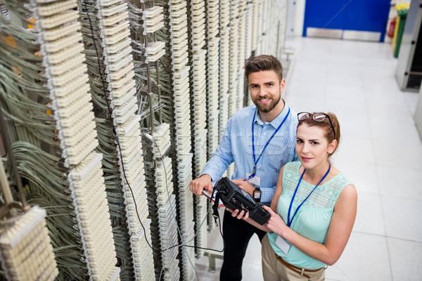 цифровой кабеля портрет сервер комнату женщину Сток-фото © wavebreak_media