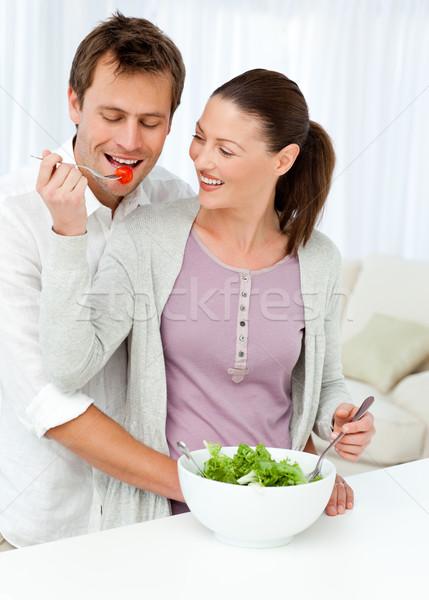 Mooie vrouw tomaat vriendje salade keuken liefde Stockfoto © wavebreak_media