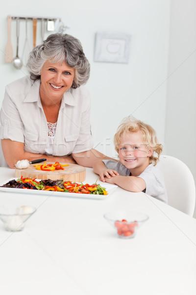 Jongen grootmoeder naar camera home familie Stockfoto © wavebreak_media
