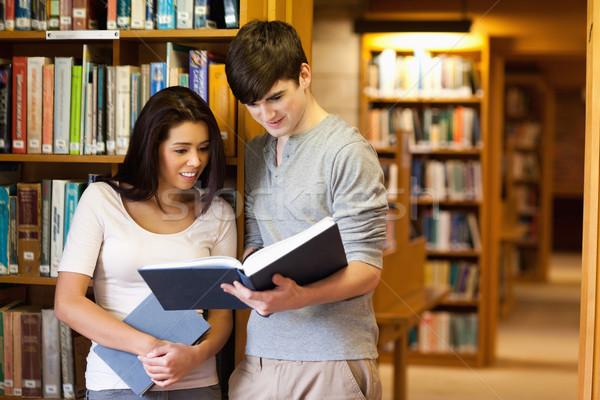 Genç Öğrenciler okuma kitap kütüphane kitaplar Stok fotoğraf © wavebreak_media