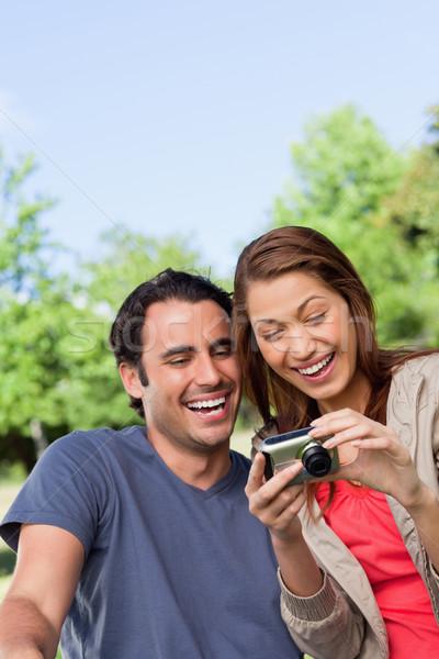 Dois amigos sorridente alegremente veja foto Foto stock © wavebreak_media