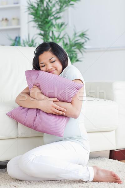 женщину подушкой гостиной окна расслабиться Сток-фото © wavebreak_media