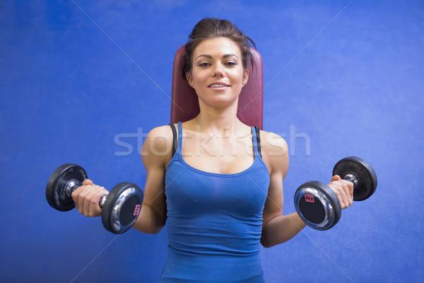Nő emel súlyok fekszik boldog sport Stock fotó © wavebreak_media