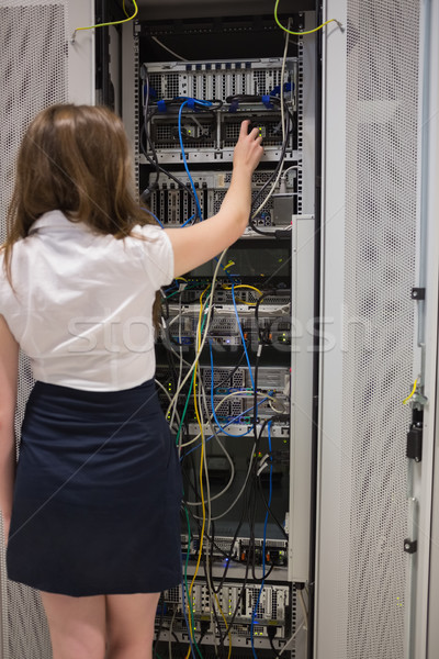 женщину сервер проводов центр обработки данных компьютер Сток-фото © wavebreak_media