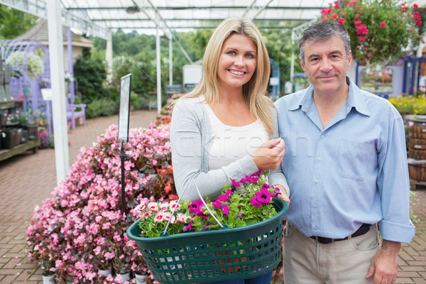 Sonriendo Pareja compra plantas completo Foto stock © wavebreak_media