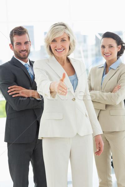 Zakenvrouw aanbieden handdruk team kantoor portret Stockfoto © wavebreak_media
