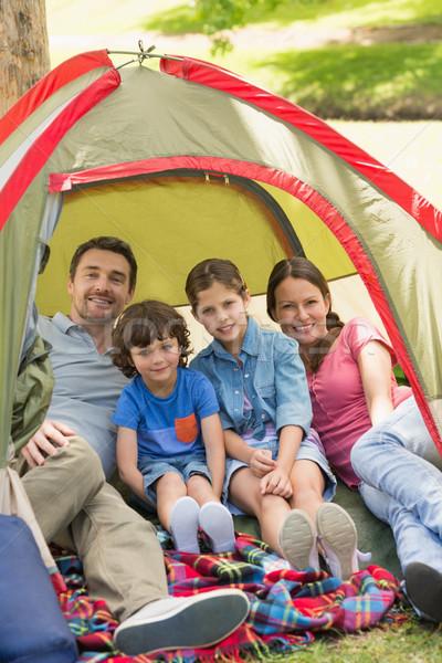 Stok fotoğraf: çift · çocuklar · oturma · çadır · park · portre