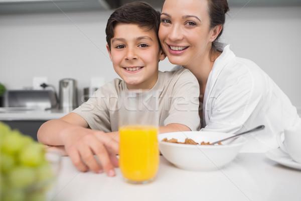 Glimlachend moeder zoon ontbijt tabel keuken Stockfoto © wavebreak_media