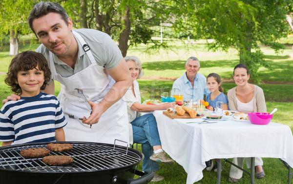 Baba oğul barbekü aile öğle yemeği geniş aile park Stok fotoğraf © wavebreak_media
