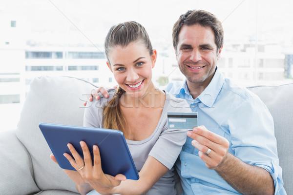 Feliz casal sessão sofá compras on-line Foto stock © wavebreak_media
