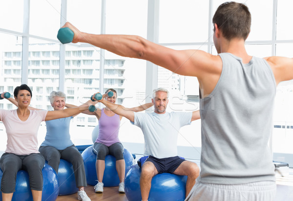 Fitness classe halteres sessão exercer Foto stock © wavebreak_media