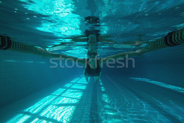 Atletisch zwemmer zwemmen camera zwembad recreatie Stockfoto © wavebreak_media