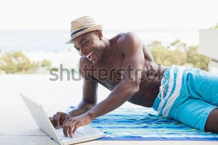 Przystojny półnagi człowiek za pomocą laptopa komputera Zdjęcia stock © wavebreak_media