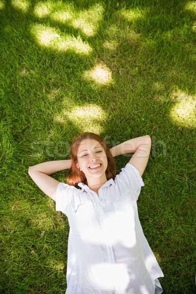 Csinos vörös hajú nő fű megnyugtató napos idő divat Stock fotó © wavebreak_media