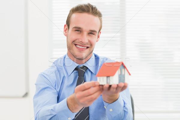Szczęśliwy biznesmen miniatura domu biuro Zdjęcia stock © wavebreak_media