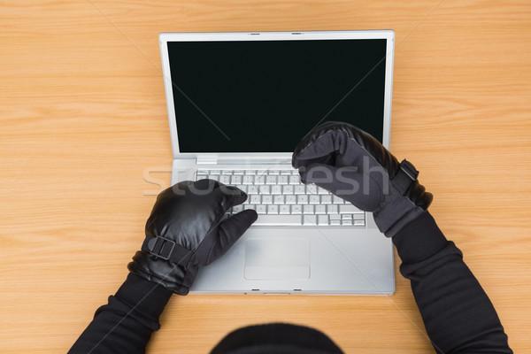 Usando la computadora portátil identidad blanco hombre portátil Foto stock © wavebreak_media
