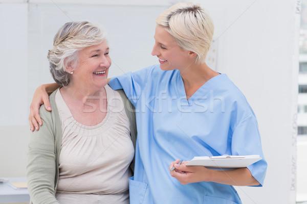 Glücklich Krankenschwester Arm herum Senior Patienten Stock foto © wavebreak_media