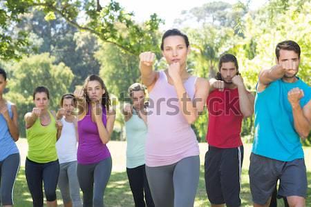 Fitnessz csoport játszik háború napos idő nő Stock fotó © wavebreak_media