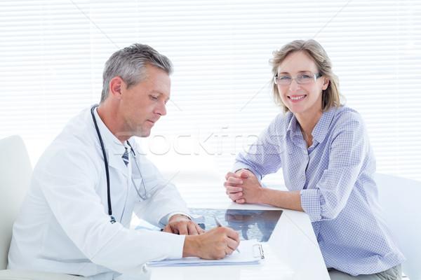 пациент улыбаясь камеры врач медицинской Сток-фото © wavebreak_media