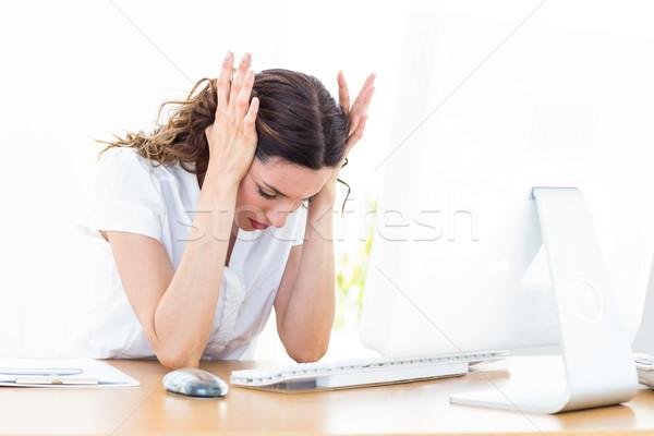 Alterar mujer de negocios sesión escritorio blanco ordenador Foto stock © wavebreak_media