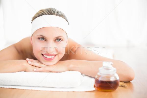 Femme cire heureux hôtel Retour Photo stock © wavebreak_media