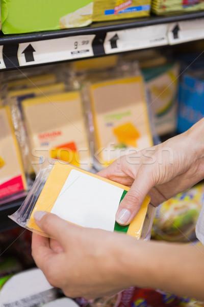 Mooie blonde vrouw kopen cheddar supermarkt vrouw Stockfoto © wavebreak_media