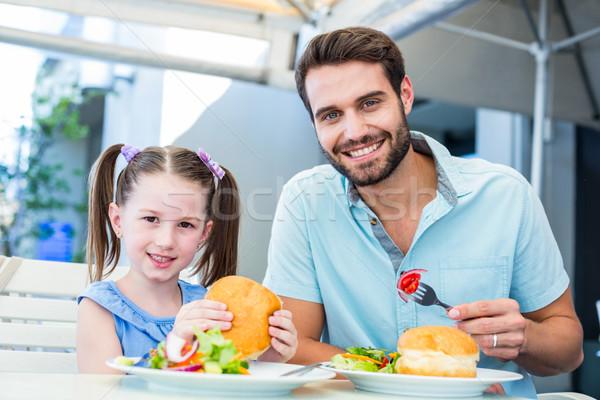 Dochter vader eten restaurant meisje Stockfoto © wavebreak_media