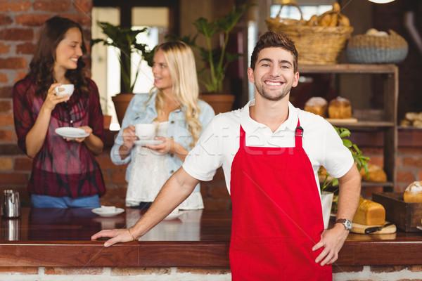 Knap De ober counter portret coffeeshop Stockfoto © wavebreak_media