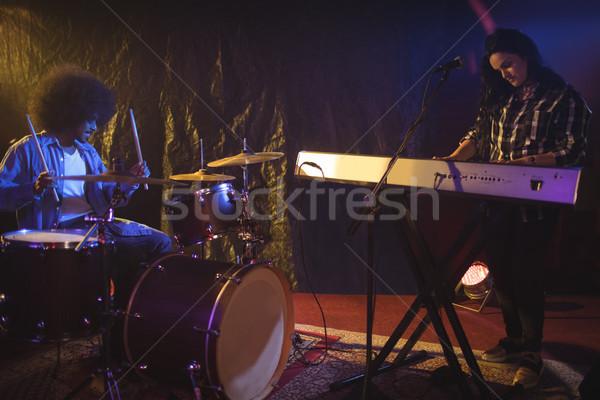 Müzisyen oynama piyano davulcu gece klübü kadın Stok fotoğraf © wavebreak_media