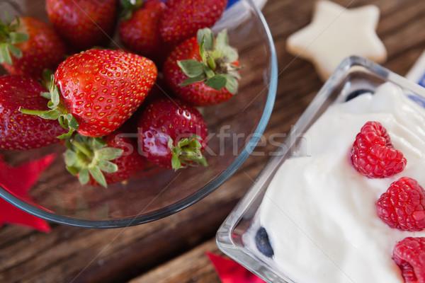イチゴ ボウル 甘い食べ物 木製のテーブル クローズアップ ガラス ストックフォト © wavebreak_media