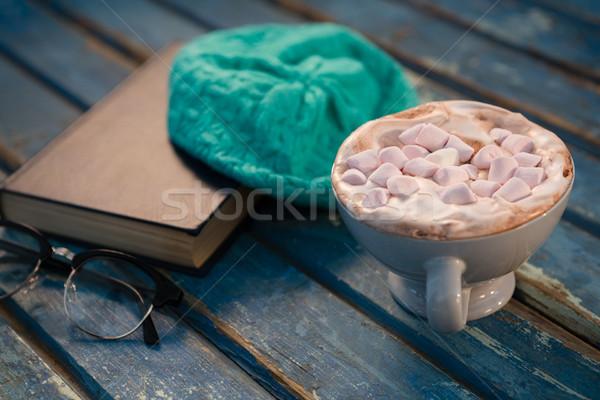 Chocolate caliente CAP libro mesa de madera mesa Foto stock © wavebreak_media