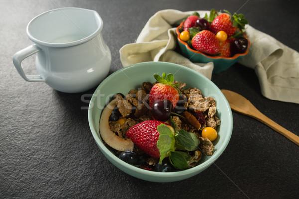 Kom ontbijt granen vruchten lepel melk Stockfoto © wavebreak_media