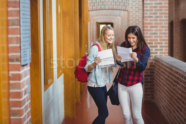 Mosolyog diákok néz eredmények egyetem lány Stock fotó © wavebreak_media