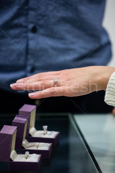 Donna anello di diamanti gioielli shop uomo shopping Foto d'archivio © wavebreak_media