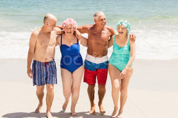 делал пожилые на закрытом пляже развел свою