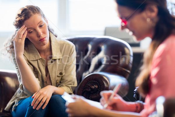 Psicólogo paciente escritório mulher escrita ajudar Foto stock © wavebreak_media