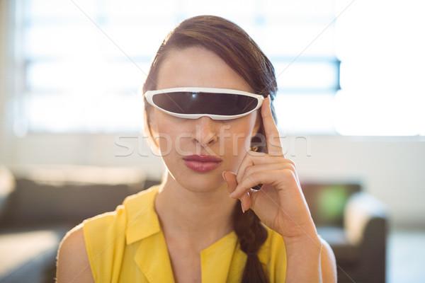 Feminino negócio executivo virtual realidade vídeo Foto stock © wavebreak_media