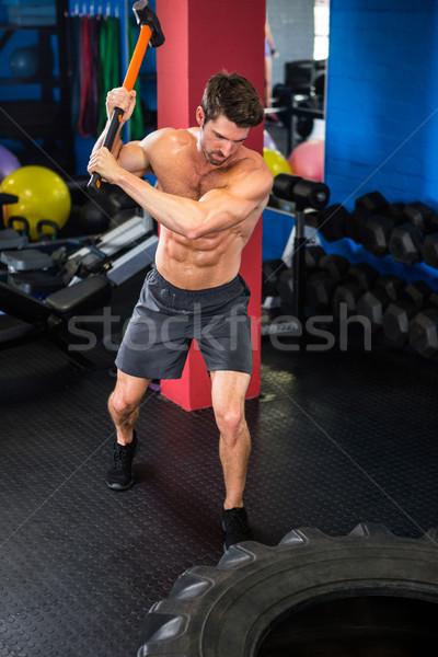 Man swing oefening jonge shirtless gymnasium Stockfoto © wavebreak_media