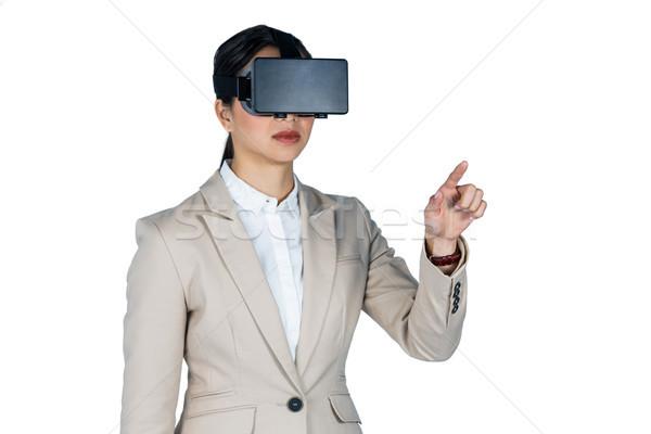 Kobieta interesu faktyczny rzeczywistość zestawu biały telefonu Zdjęcia stock © wavebreak_media