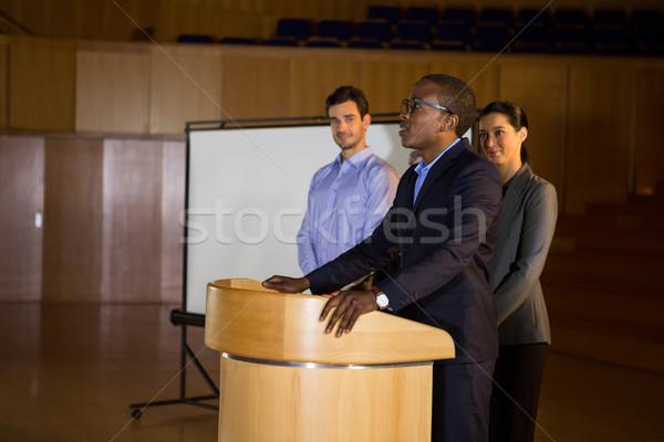 Business Executive Rede Frau Sitzung Geschäftsmann Stock foto © wavebreak_media